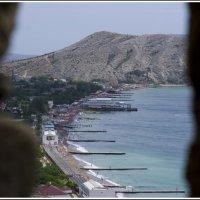 Вид на Судак с бойницы Генуэзской крепости. :: Юлия Устьянцева