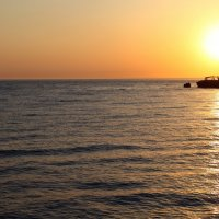 Закат на берегу в Абхазии :: Александр Ситников