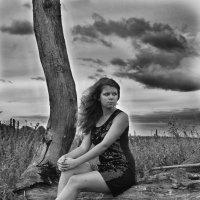 У дерева :: Женя Рыжов