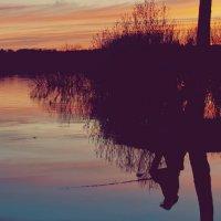 Рыбак и закат :: Наталья Кислякова