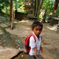 У священного лингама.Камбоджийский мальчишка. :: Лариса Борисова