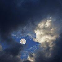 Сквозь облака :: Ренат Менаждинов