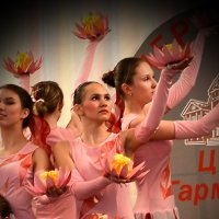 Танец цветов :: Анастасия Бетехтина