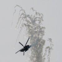 Ми-28Н отстрел ловушек на горке :: Павел Myth Буканов
