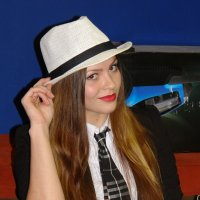 Девушка в костюме и галстуке с шляпой на голове :: Ирина Рыкова