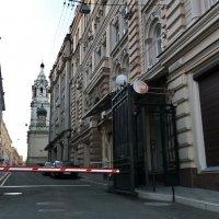 не все дороги в храм открыты, а некоторые шлагбаумом перекрыты. :: Серж Поветкин