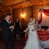 Свадебная медленная пляска...Эх,развернись плечо... :: Андрей Хлопонин