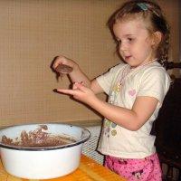Бабушкина помощница ! Будет кекс. :: Елизавета Успенская