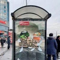 На остановке :: Виктор Орехов