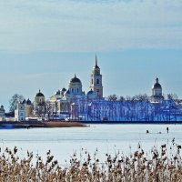 Рыбалка у стен монастыря :: Юрий Пучков