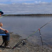 Опытный рыбак ,Пашка. :: Леонид Балатский