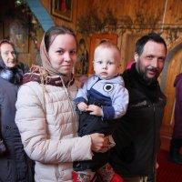 Три поколения в храме... :: Александр Широнин