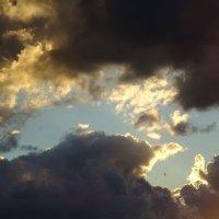 Рваные облака на закате :: Татьяна Р