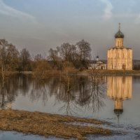 Разлив у храма Покрова-на-Нерли :: Сергей Цветков