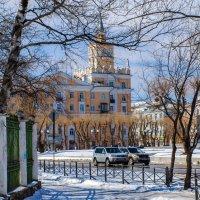Дом со шпилем на пл. Ленина (Комсомольск-на-Амуре). :: Виктор Иванович Чернюк