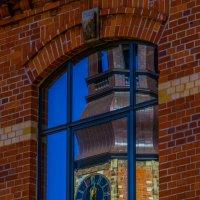 Церковь в окне :: Максим Камышлов