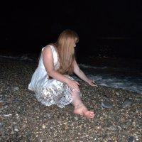 Девушка у моря... :: Олеся