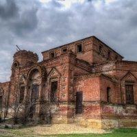 Заброшенная церковь в поселке Грушевская РО 161 :: Евгений Болгов