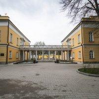 два флигеля театральной школы, соединенные двойной коллонадой :: Сергей Лындин