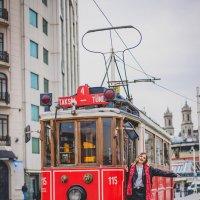 Красный трамвай с площади Таксим :: Ирина Лепнёва