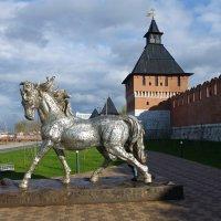 Лошадь из букв. Казанская набережная в Туле :: Лидия Бусурина