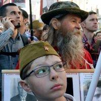 Портреты наших прадедов и дедов ещё пронесут до Красной площади. :: Татьяна Помогалова