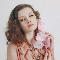 Нежный цветок :: Olga Burmistrova