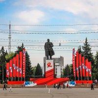 Площадь Революции. С Днем  Победы, друзья! :: Надежда