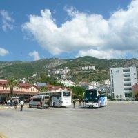 Автовокзал. Наш автобус, справа :: Виктор