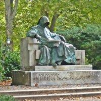 Скульптура Анонимуса. Будапешт :: Татьяна Ларионова