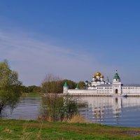 Майское утро у стен Ипатьевского м-ря . :: Святец Вячеслав