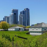 Подошли к исторической крепости Форт Йорк (1793 г.). Торонто, май 2021 г. :: Юрий Поляков