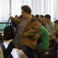 Собрание в школе. Опоздавшая мама :: Владимир Шибинский
