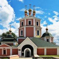 Город Гагарин. Казанская церковь :: Евгений Кочуров
