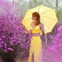 Женя в цветении багульника :: Илья Браславец