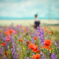 Мы, невнятные пятна, в палитре июльских полей... :: Сергей Леонтьев