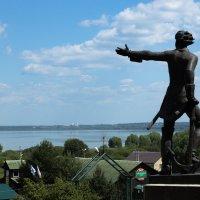 Памятник Петру I. Плещеево озеро. :: Yuri Chudnovetz