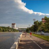 На Фрунзенской набережной... :: Сергей Кичигин