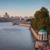 Вид на Пушкинскую набережную... :: Сергей Кичигин