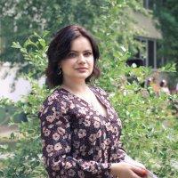 Прогулка в вишневом саду :: Дмитрий Подгорный