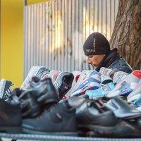 the seller sneakers :: Дмитрий Карышев