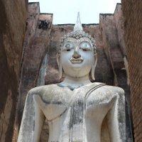 Древняя статуя Будды :: Владимир Шибинский