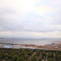 Город шагает в море... :: Михаил Лесин