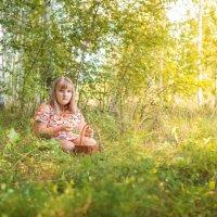 Девочка с корзинкой :: Alex Bush