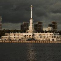 Здание Северного речного вокзала :: Dmitriy Vargaz