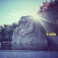 Знаменитое место скорби и «Скорбящая мать» :: Сергей Забара