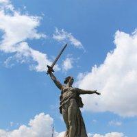 Великая скульптура Волгограда – «Родина-Мать зовет» :: Сергей Забара