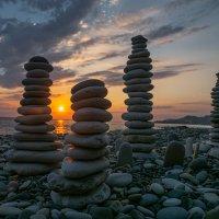Солнце пошло спать. :: Сергей Мартьяхин