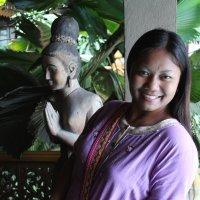Две тайские девушки: в дереве и во плоти :: Владимир Шибинский