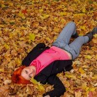 На ковре из желтых листьев... :: Ирина Приходько
